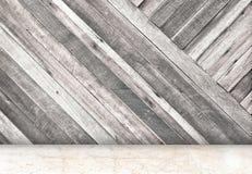 Κενό δωμάτιο με το διαγώνιο ξύλινο τοίχο και μαρμάρινο δωμάτιο πατωμάτων, Templ Στοκ φωτογραφίες με δικαίωμα ελεύθερης χρήσης