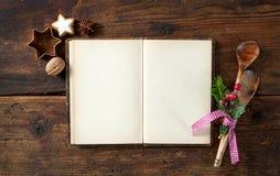 Κενό cookbook για τις συνταγές Χριστουγέννων στοκ φωτογραφία με δικαίωμα ελεύθερης χρήσης