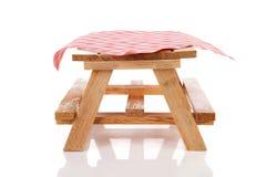 κενό picnic επιτραπέζιο τραπεζ&o στοκ φωτογραφίες με δικαίωμα ελεύθερης χρήσης