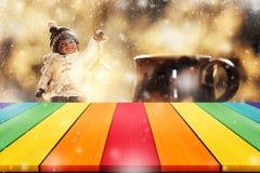 Κενό tabletop με τη μουτζουρωμένη διακόσμηση W παιχνιδιών Χριστουγέννων μικρών παιδιών Στοκ Εικόνες