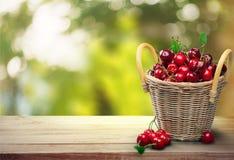 Κεράσι, καλάθι, φρούτα Στοκ εικόνα με δικαίωμα ελεύθερης χρήσης