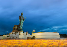 Κερί αγαλμάτων του Βούδα αναμμένο στην παραχωρήσώντη ημέρα στην περιοχή Phutthamonthon, Στοκ Εικόνες