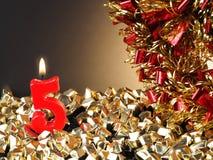 Κερί γενέθλιο-επετείου που παρουσιάζει Nr 5 Στοκ φωτογραφία με δικαίωμα ελεύθερης χρήσης