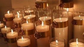 Κερί διακοσμητικό σε ένα μαύρο υπόβαθρο, νέο έτος, Χριστούγεννα, νέες διακοσμήσεις έτους απόθεμα βίντεο