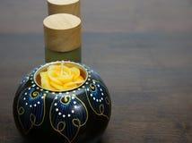 κερί και μπουκάλια aromatherapy Στοκ φωτογραφίες με δικαίωμα ελεύθερης χρήσης