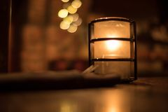 Κερί και πετσέτα Bokeh εστιατορίων Στοκ Εικόνα