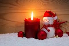 Κερί και χιονάνθρωπος εμφάνισης με τις διακοσμήσεις Χριστουγέννων που απομονώνονται Στοκ εικόνες με δικαίωμα ελεύθερης χρήσης