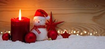 Κερί και χιονάνθρωπος εμφάνισης με τις διακοσμήσεις Χριστουγέννων Στοκ φωτογραφίες με δικαίωμα ελεύθερης χρήσης