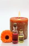 Κερί με τα μπουκάλια που περιέχουν το πετρέλαιο Στοκ φωτογραφία με δικαίωμα ελεύθερης χρήσης