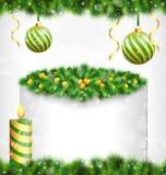 Κερί με τον ελαιόπρινο, το πεύκο, τις σφαίρες Χριστουγέννων και το πλαίσιο στο grayscale Στοκ φωτογραφία με δικαίωμα ελεύθερης χρήσης