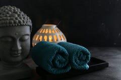 Κερί του Βούδα witn και towel spa έννοια Στοκ εικόνα με δικαίωμα ελεύθερης χρήσης