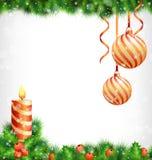 Κερί Χριστουγέννων με τις σφαίρες ελαιόπρινου, πεύκων και Χριστουγέννων στο graysca Στοκ εικόνες με δικαίωμα ελεύθερης χρήσης