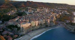 Κεραία, άποψη κηφήνων της πόλης Tropea απόθεμα βίντεο