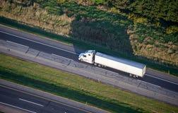 Κεραία μεταφοράς με φορτηγό και μεταφορών Στοκ Εικόνα