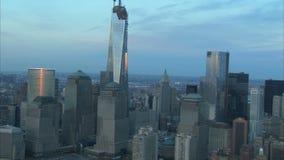 Κεραία πύργων ελευθερίας πόλεων της Νέας Υόρκης ζουμ έξω φιλμ μικρού μήκους