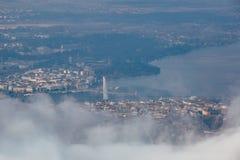 Κεραία της Γενεύης μέσω των σύννεφων Στοκ εικόνα με δικαίωμα ελεύθερης χρήσης