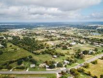 Κεραία της μικρής αγροτικής πόλης Sommerville, Τέξας έπειτα στο στοίχημα Στοκ Φωτογραφία