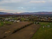 Κεραία της μικρής πόλης Elkton, Βιρτζίνια στο Shenandoah Β στοκ φωτογραφίες