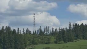 Κεραία GSM στο βουνό απόθεμα βίντεο