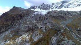 ΚΕΡΑΙΑ: Παγετώνας στην κορυφή του βουνού Παγετώνας της Sophia Προβλήματα της οικολογίας και της παγκόσμιας αύξησης της θερμοκρασί φιλμ μικρού μήκους