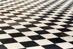 Κεραμίδια πατωμάτων σε μια σκακιέρα η προοπτική είναι γραπτή Στοκ φωτογραφία με δικαίωμα ελεύθερης χρήσης
