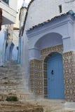 Κεραμίδια, πόρτα και σκαλοπάτια Στοκ Φωτογραφία