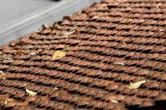 Κεραμίδια στεγών αργίλου στον παραδοσιακό βιετναμέζικο ναό στοκ εικόνες