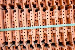 Κεραμικά κεραμίδια στεγών κατά μια στενή άποψη σε έναν σωρό στοκ φωτογραφίες με δικαίωμα ελεύθερης χρήσης