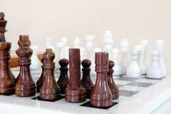 κεραμικά κομμάτια σκακι&omic Στοκ εικόνα με δικαίωμα ελεύθερης χρήσης