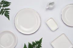 Κεραμικά πιάτα στο άσπρο υπόβαθρο Τοπ όψη Στοκ φωτογραφία με δικαίωμα ελεύθερης χρήσης