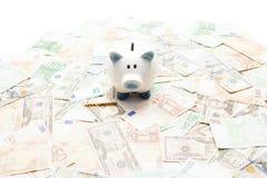 Κεραμικά piggy τράπεζα και χρήματα Στοκ Εικόνα
