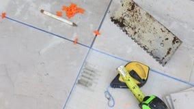 Κεραμικό κεραμίδι & εργαλεία Στοκ φωτογραφία με δικαίωμα ελεύθερης χρήσης