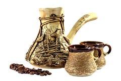 Κεραμικό σύνολο καφέ, cezve Στοκ Εικόνες