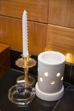 Κεραμικό aromatherapy κερί βάζων στον πετρελαιοκαυστήρα Στοκ Εικόνες