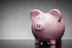 κεραμικό piggy ροζ τραπεζών Στοκ Φωτογραφίες