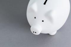 κεραμικό piggy ροζ τραπεζών Στοκ Εικόνες