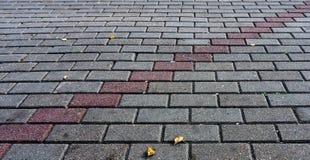 Κεραμωμένα γκρίζα τούβλα με τη γραμμή Στοκ εικόνα με δικαίωμα ελεύθερης χρήσης