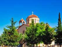 Κεραμωμένοι τερακότα θόλοι στην ελληνική Ορθόδοξη Εκκλησία, Αθήνα, Ελλάδα στοκ εικόνες