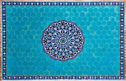 Κεραμωμένος αριστούργημα τοίχος με τα σχέδια της Μέσης Ανατολής στοκ εικόνες