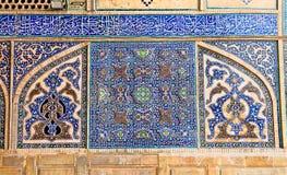 Κεραμωμένος ασιατικός τοίχος μωσαϊκών του μουσουλμανικού τεμένους Ateegh Jame Στοκ φωτογραφία με δικαίωμα ελεύθερης χρήσης