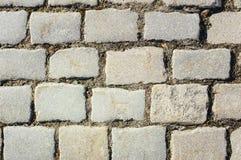 Κεραμωμένος με το τεμάχιο της πορείας τούβλων πετρών επίστρωσης ως αφηρημένο υπόβαθρο στοκ φωτογραφία με δικαίωμα ελεύθερης χρήσης