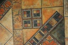 Κεραμωμένο πάτωμα σύστασης σε ένα ύφος μωσαϊκών Στοκ εικόνα με δικαίωμα ελεύθερης χρήσης