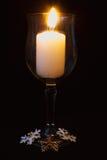 Κεριά βάζων με ένα σκοτεινό υπόβαθρο Στοκ Εικόνες