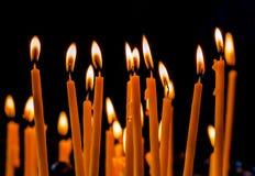Κεριά κεριών στην εκκλησία Στοκ εικόνες με δικαίωμα ελεύθερης χρήσης