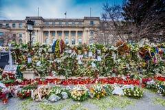 Κεριά μπροστά από το παλάτι της Carol, κηδεία του βασιλιά Mihai της Ρουμανίας Στοκ εικόνα με δικαίωμα ελεύθερης χρήσης