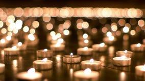 Κεριά που καίνε αργά επάνω απόθεμα βίντεο