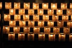 Κεριά που καίνε στον καθεδρικό ναό της Παναγίας των Παρισίων Στοκ φωτογραφίες με δικαίωμα ελεύθερης χρήσης