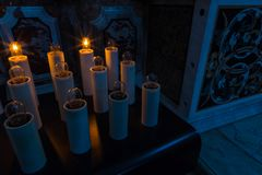 Κεριά στη βασιλική της Σάντα Μαρία, Castel Di Sangro, Abruzz Στοκ Φωτογραφία