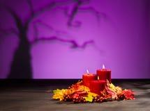 Κεριά στη ρύθμιση αποκριών Στοκ Εικόνα