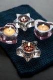 Κεριά στο μπλε χαλί Στοκ φωτογραφίες με δικαίωμα ελεύθερης χρήσης
